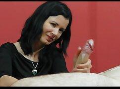 باریک و پشمالو دختر در اتاق خواب از پاهای عکس سکسی زنان دوجنسه بلند و باریک